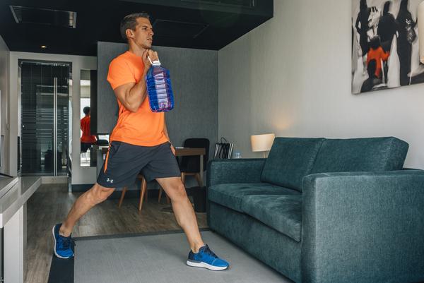 Yo entreno en casa / Día 13: Botellas de agua y garrafa